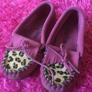 Minnetonka pink and leopard leather moccasin